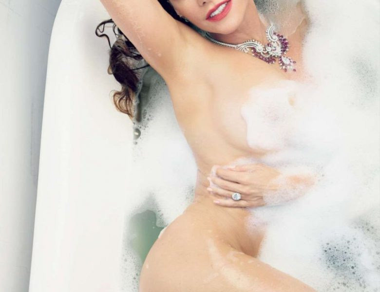 Naked Sofia Vergara Pictures from the Famous Vanity Fair Photoshoot