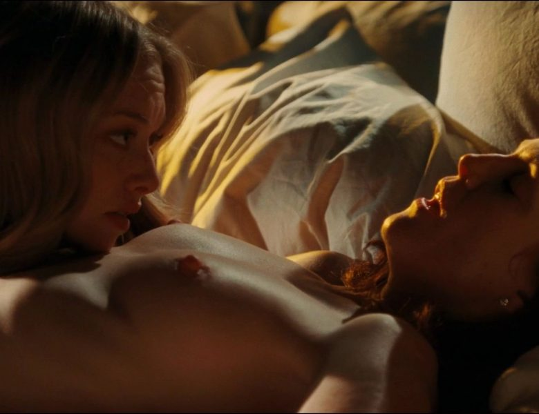 Nude Julianne Moore and Amanda Seyfried, Sexy Nina Dobrev from Chloe (2009)
