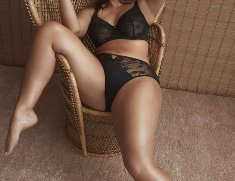 Chubby Model Ashley Graham Striking Sexy Poses in Lingerie