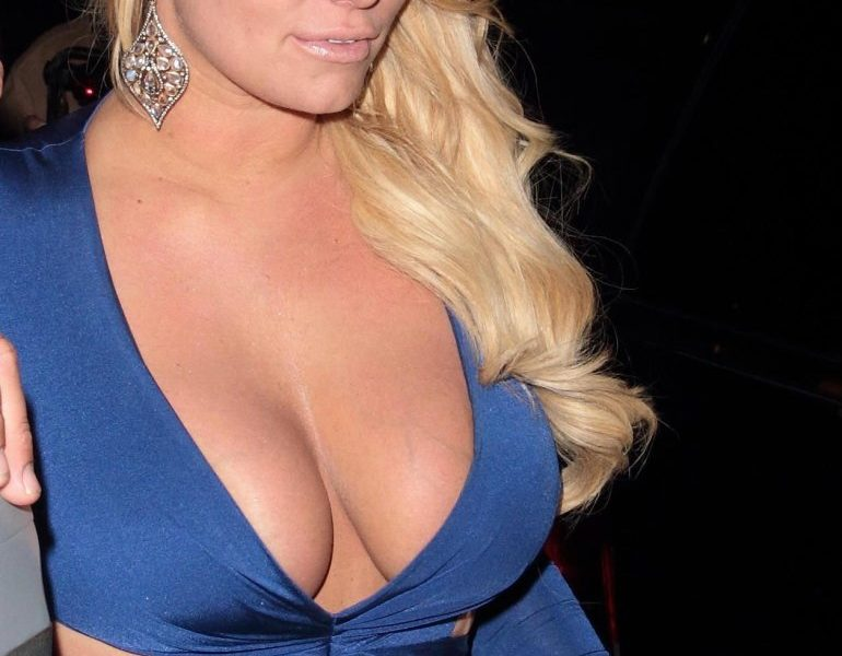 Buxom Blond-Haired Celebrity Jessica Simpson Looks Hot in a Dress