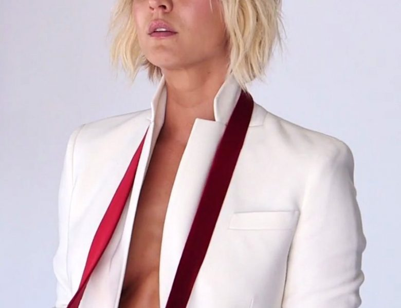 Short-Haired Hottie Kaley Cuoco Showing Her Perfect Sideboob