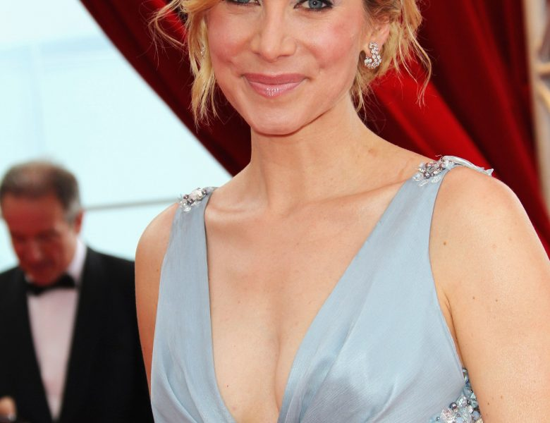 TV Actress Elizabeth Mitchell Turning Heads in a Cleavage-Baring Outfit