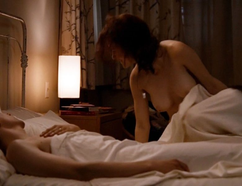 Buxom Beauty Rachel Brosnahan Showing Her Nude Breasts in Bed