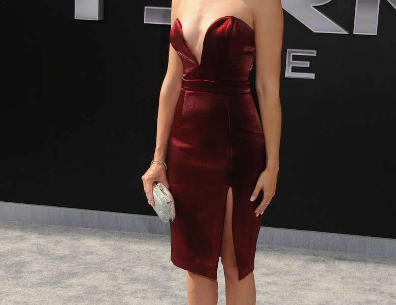 Leggy Beth Behrs Showing Her Nice Rack in a Skimpy Red Dress