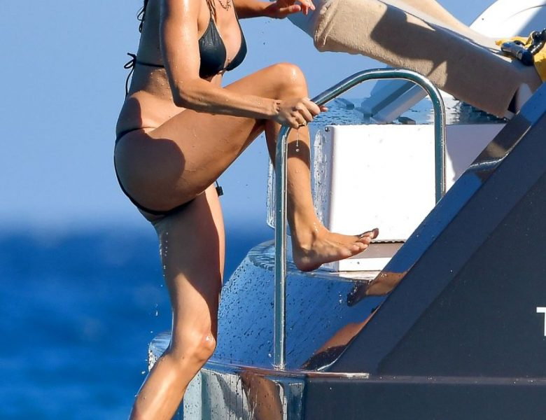 Slim Bombshell Sienna Miller Showing Her Tight Body in a Two-Piece Swimsuit