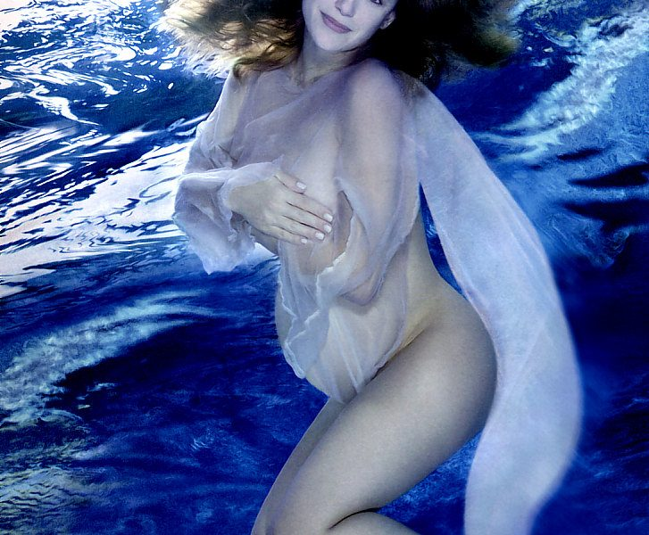 Collection of Sexy Kelly Preston Pictures in High Quality (9 Photos)
