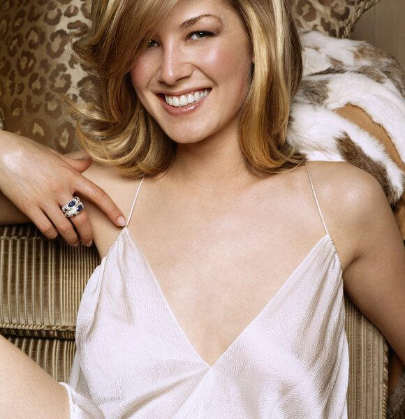 23-Year-Old Rosamund Pike Posing in a Very Sexy Outfit for Movieline