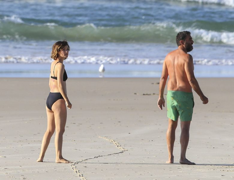 Bikini-Clad Rose Byrne Looks Damn Fine – 5 High-Res Swimsuit Pictures