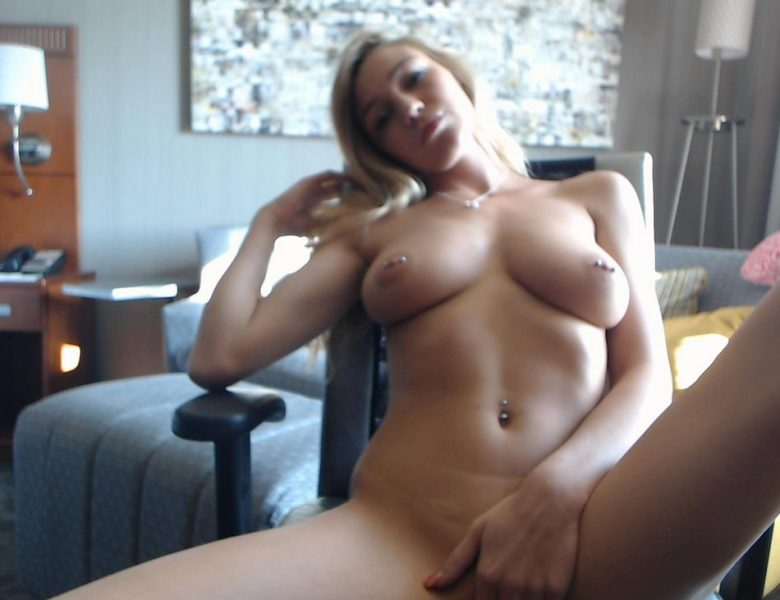 Bad Girl Kendra Sunderland Shows Her Perfect Body in the Nude