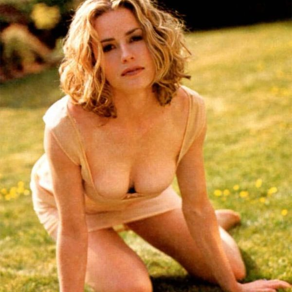 Collection of the Hottest Elisabeth Shue Pictures from Different Sources