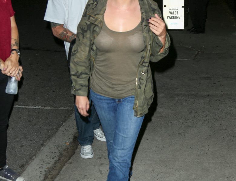 Jodie Sweetin Proudly Displaying Her Breasts in a Casual Attire