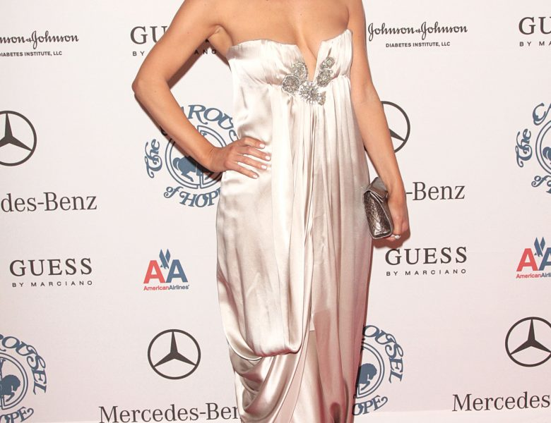 Cheery Brunette Beauty Maria Menounos is Proud to Show Her Cleavage