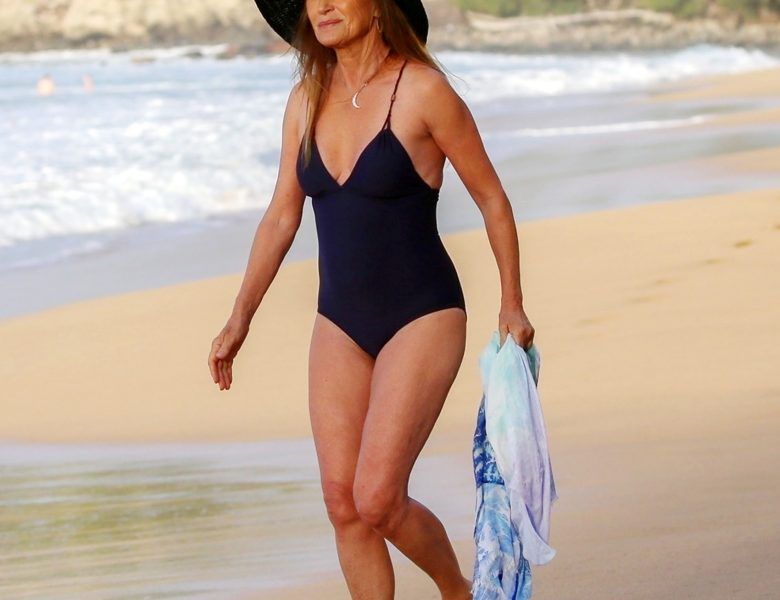 Cheery Jane Seymour Displaying Her Sexy Physique in a One-Piece Swimsuit