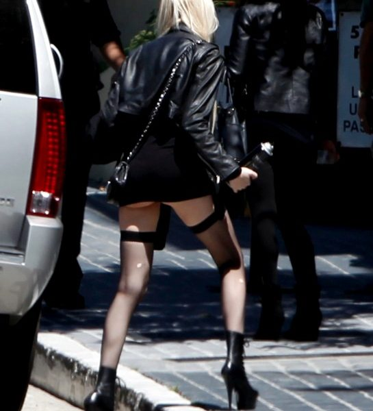Edgy Beauty Taylor Momsen Showing Her Pokies on the Set of Gossip Girl