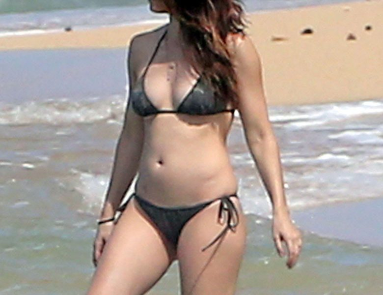 Jessica Biel Shows Her Bikini Body While Hanging Out at the Local Beach