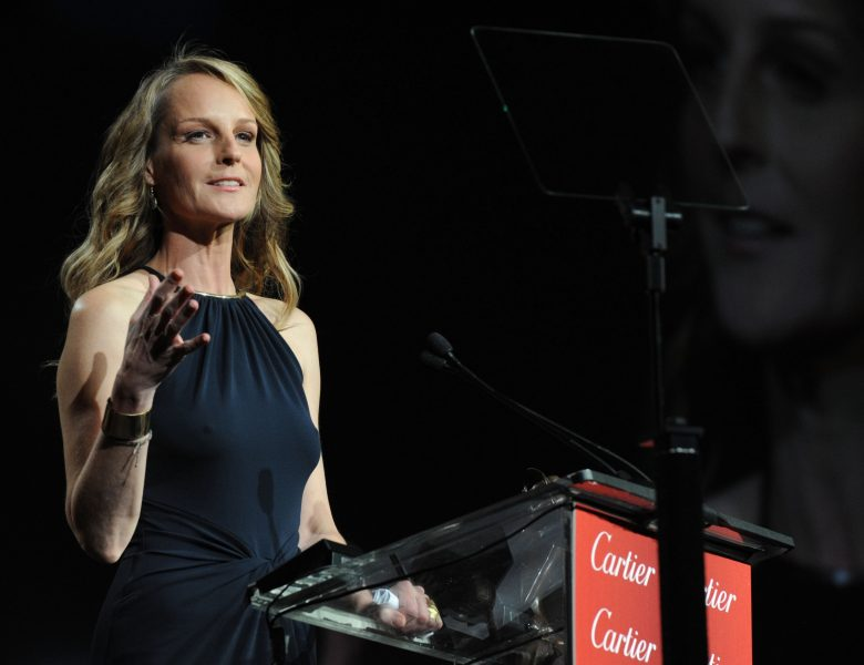 Graceful Beauty Helen Hunt Displaying Her Beautiful Nips and Sexy Arms in a Hot Dress