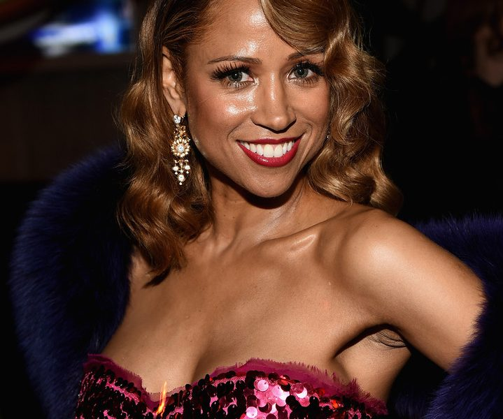 Cheery Babe Stacey Dash Shows Her Big Boobs in a Flashy Dress