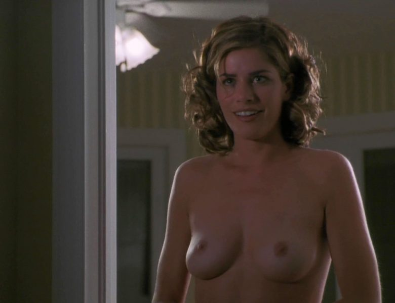 Topless and Naked Amanda Peet Screencap from a Vintage Movie