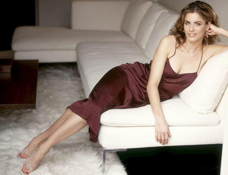 Blue-Eyed Vixen Amanda Peet Shows Her Pits, Cleavage, and Then Some