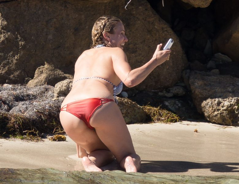 Cheery Beauty Cameron Diaz Goes Topless, Shows Her Crack, and More