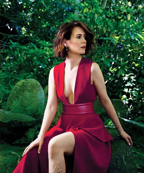 Graceful Actress Sarah Paulson Shows Her Cleavage and Legs in Sexy Outfits